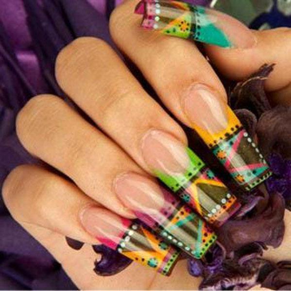 Фото нарощенных ногтей с геометрическими узорами-07