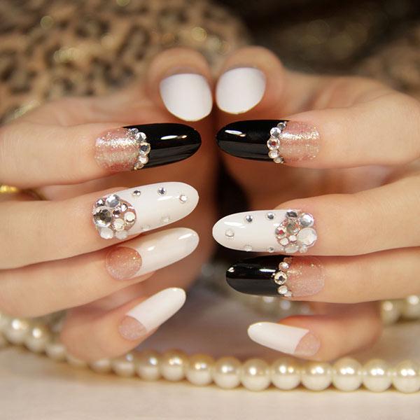 Французский маникюр на длинных ногтях