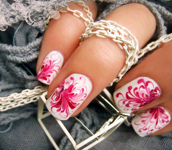 Рисунок на ногтях иголкой