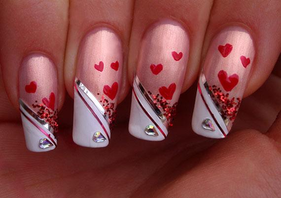 Маникюр на День Святого Валентина на длинных ногтях