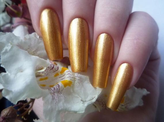 Маникюр в золотых тонах