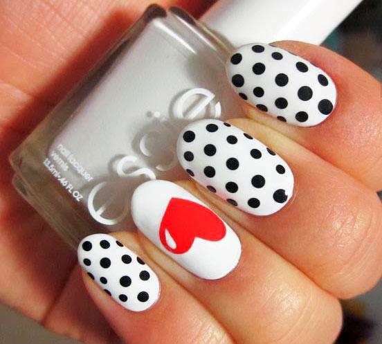 декор для одного ногтя на День Влюбленных