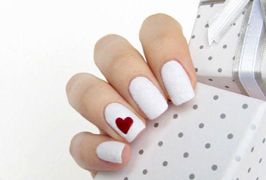 Рисунки на ногтях с помощью скотча