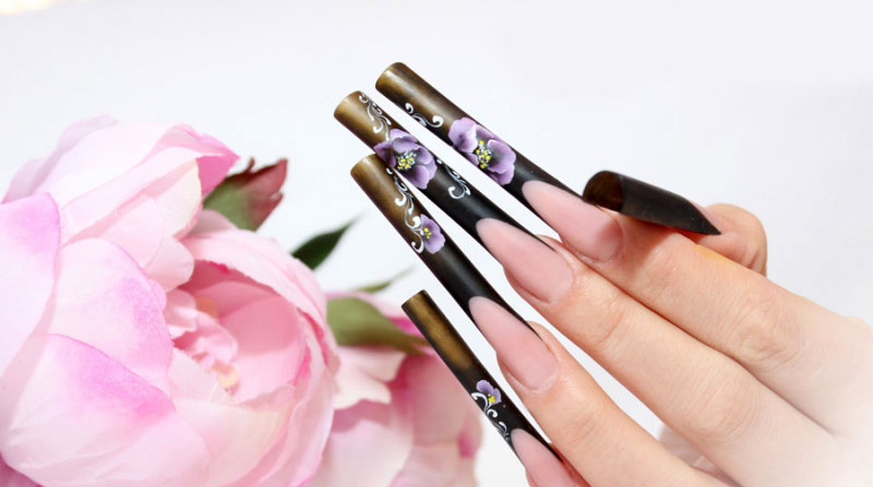 роспись на длинных ногтях