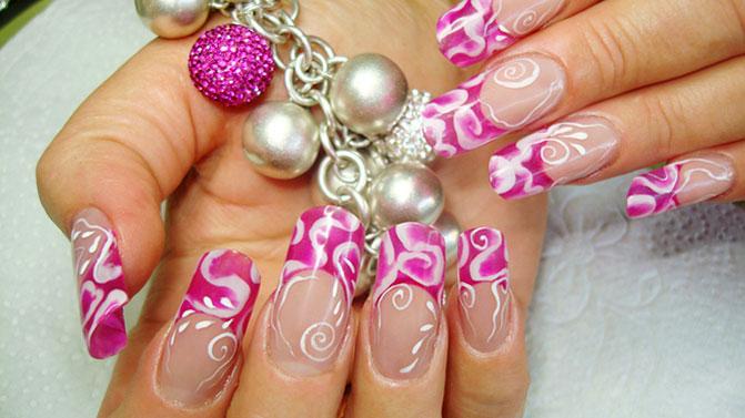 Ярко розовый дизайн ногтей френч