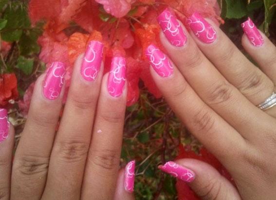 Розовый с белым маникюр