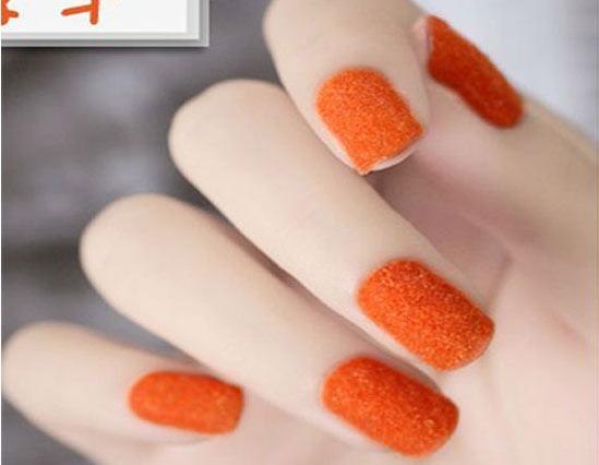 Бархатный маникюр оранжевый