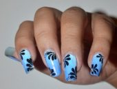 Как красиво выложить стразы на ногтях
