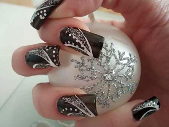 Новогодний дизайн ногтей со стразами - 01