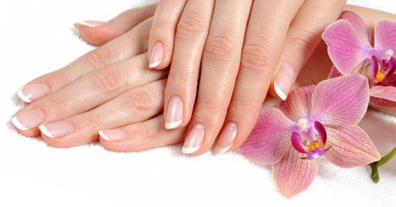 Нарощенные ногти и французский маникюр