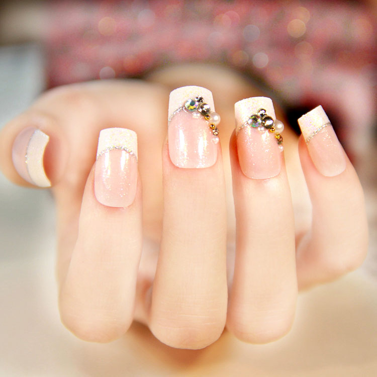 Линия улыбки на ногтях фото