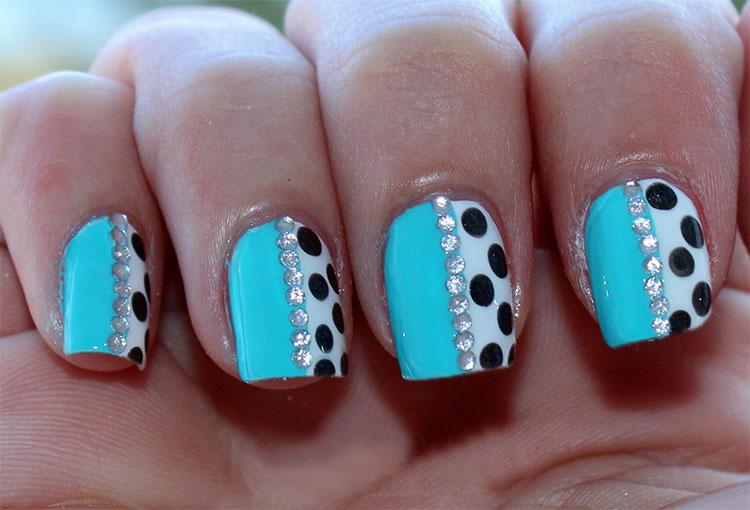 дизайн точки на коротких ногтях