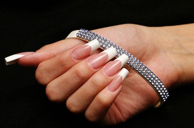 Классический дизайн ногтей френч