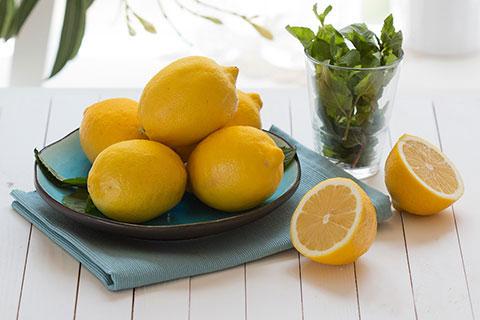 Как правильно ухаживать за ногтями с лимоном