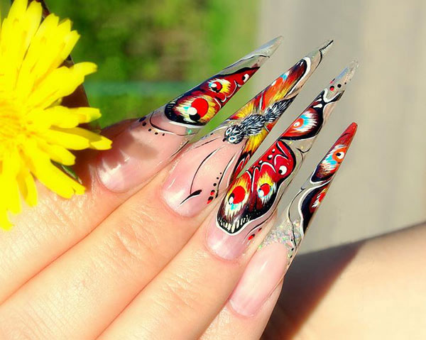Маникюр с бабочками на нарощенных ногтях