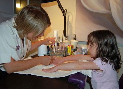 как делать детям маникюр