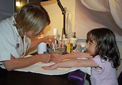 Можно ли делать детям маникюр
