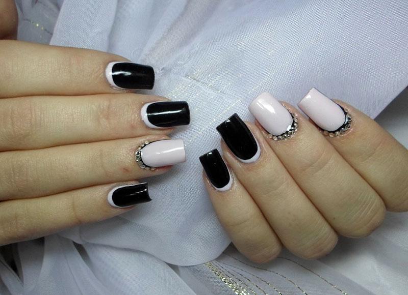 Красивый черно белый маникюр