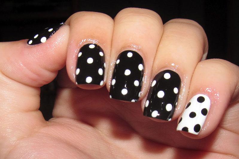 Точки на ногтях с помощью дотса