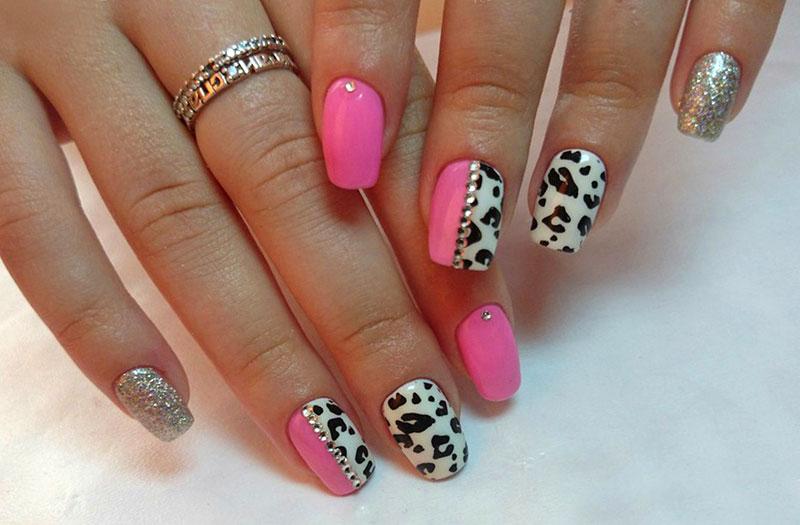 Звериный принт на ногтях розовый